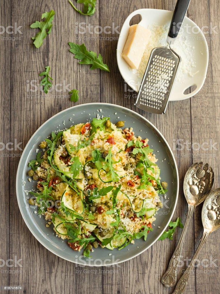 Boulgour sain salade de ruban de courgette - Photo