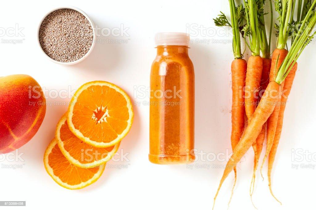 Carotte en bonne santé, mangue et orange smoothie - Photo