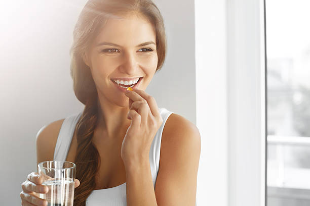 gesunde ernährung. ernährung. vitamine. gesunde ernährung und lifestyle. - nahrungsergänzungsmittel stock-fotos und bilder