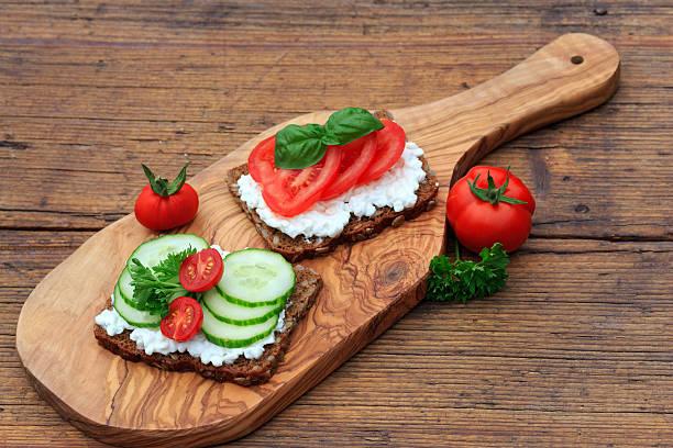 gesundes abendbrot - pan multicereales fotografías e imágenes de stock