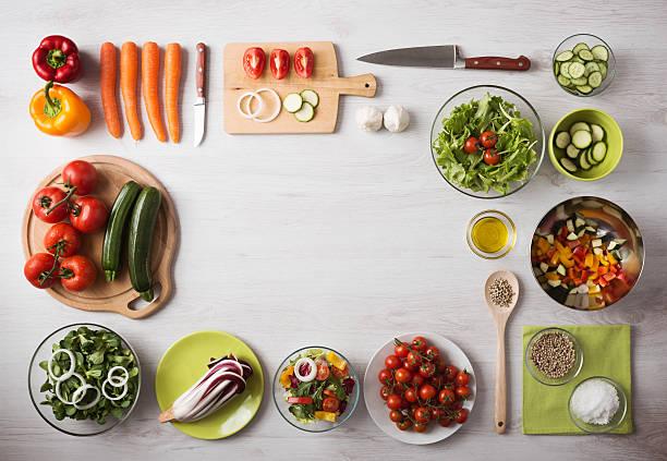 sano mangia cibo e la preparazione a casa - ingrediente foto e immagini stock
