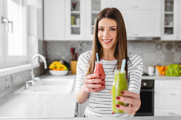 healthy eating and lifestyle - healthy green juice foto e immagini stock