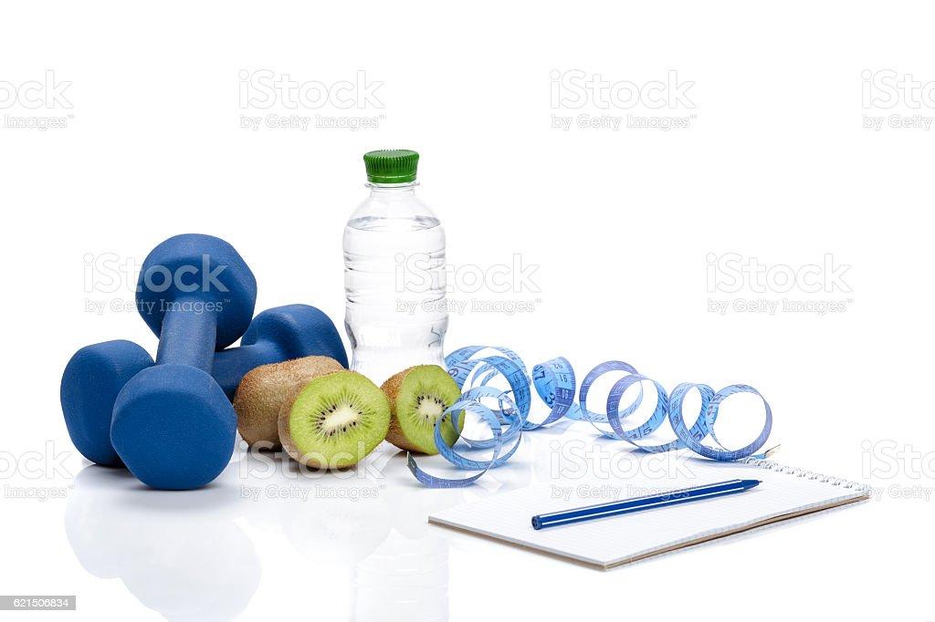 healthy eating, diet and  detox . dumbbells, kiwi  water foto stock royalty-free