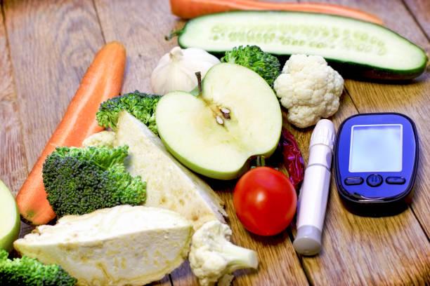 gesunde ernährung für die gesundheit ohne diabetes, gesunde ernährung und regelmäßige kontrolle der zucker diabetes zu vermeiden - hypoglykämie stock-fotos und bilder