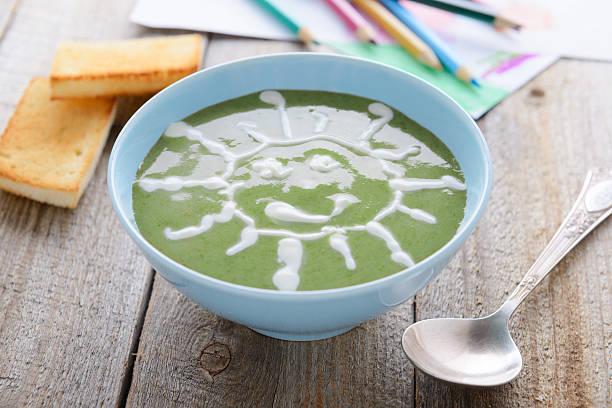 Gesunde Speisen für Kinder-Spinatcremesuppe – Foto