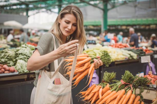 healthy food for healthy life - targ handel detaliczny zdjęcia i obrazy z banku zdjęć