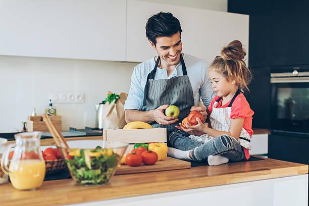healthy food for the family - küche aus paletten stock-fotos und bilder