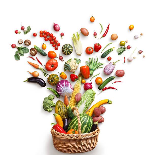 Aliments sains dans le panier. - Photo