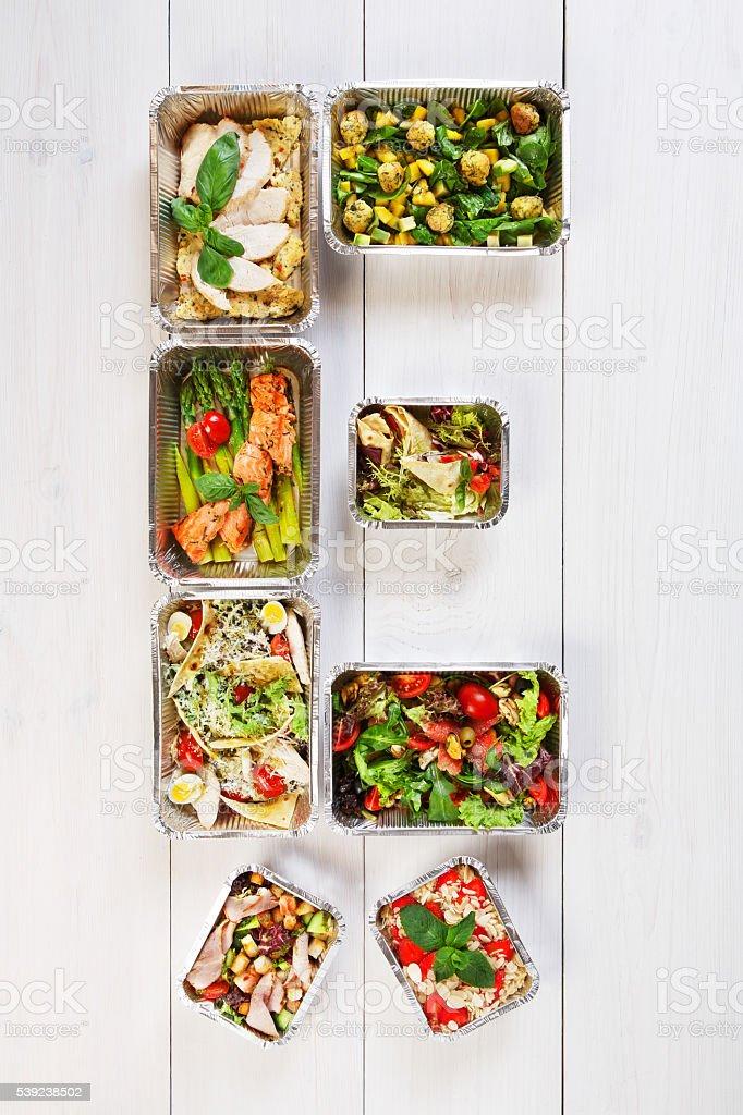 Comida saludable llevar en cajas, comer a la derecha foto de stock libre de derechos