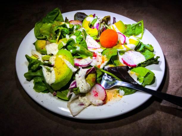 gesunde frische garten mix salat - italienische dressing mischung stock-fotos und bilder