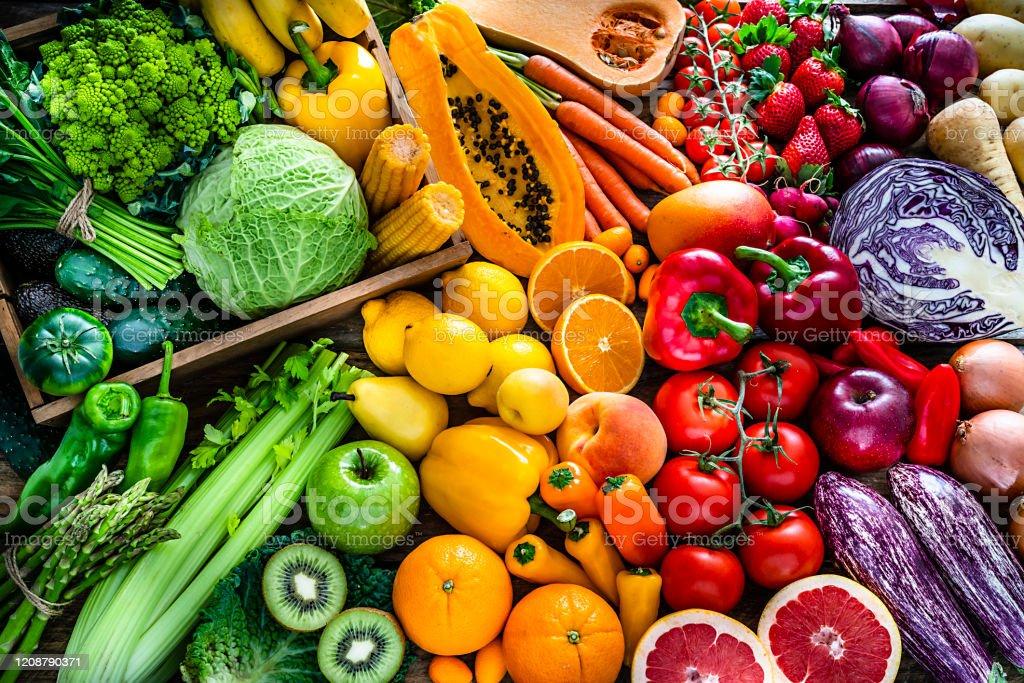 健康新鮮的彩虹色水果和蔬菜背景 - 免版稅健康的生活方式圖庫照片