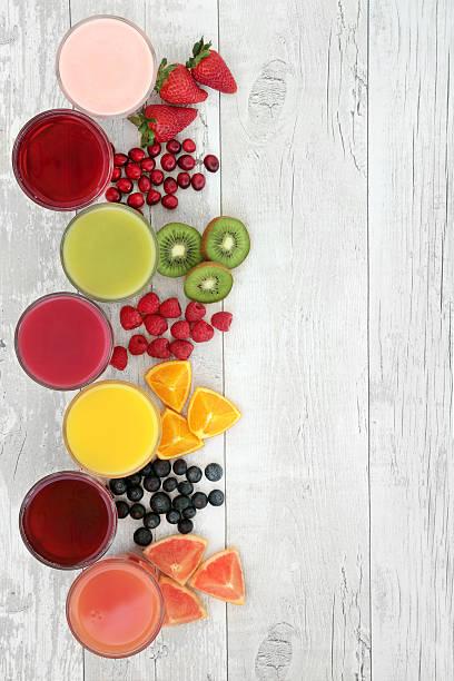 des jus de fruits et des boissons - jus de fruit photos et images de collection