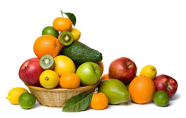 gesunde früchte, isoliert auf weiss - obstkorb stock-fotos und bilder