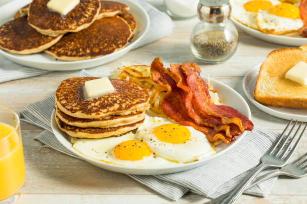 healthy full american breakfast - поздний завтрак стоковые фото и изображения