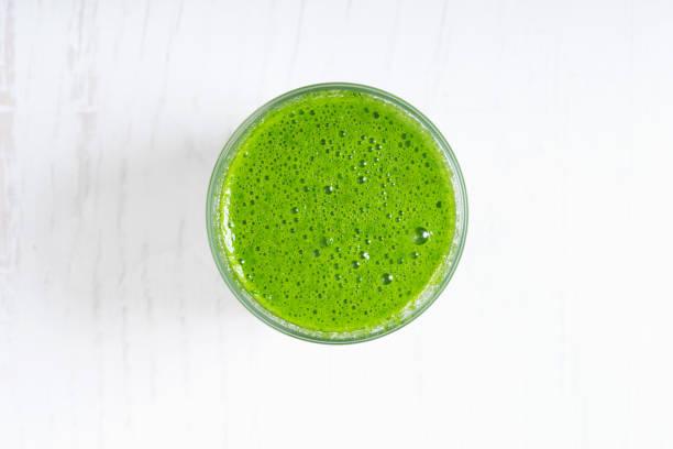 Gesunden grünen Smoothie in Glas – Foto