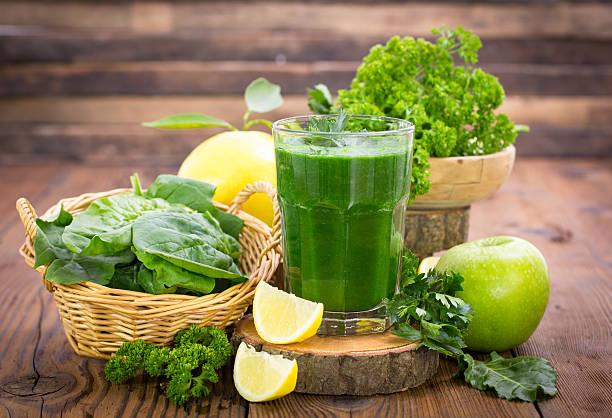 zdrowy zielony smoothie - detoks zdjęcia i obrazy z banku zdjęć