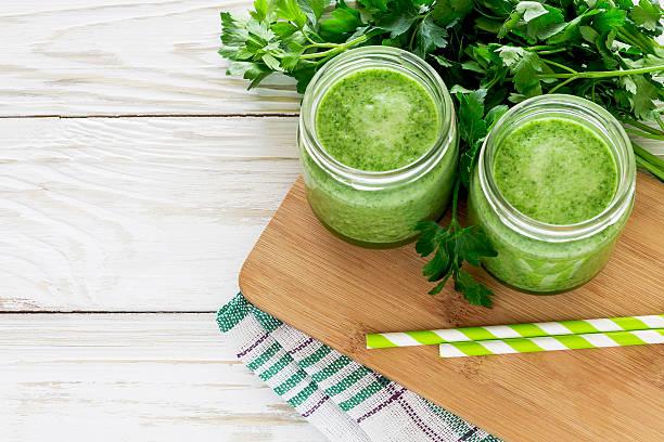 Gesunde grünen smoothie mit Petersilie – Foto