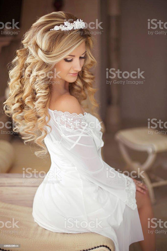 Zdrowe Włosy Piękny Uśmiech Panna Młoda Z Fryzura Długie Blond Zdjęcia Stockowe I Więcej Obrazów 2015