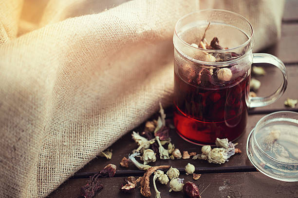 zdrowa herbata ziołowa - herbata ziołowa zdjęcia i obrazy z banku zdjęć