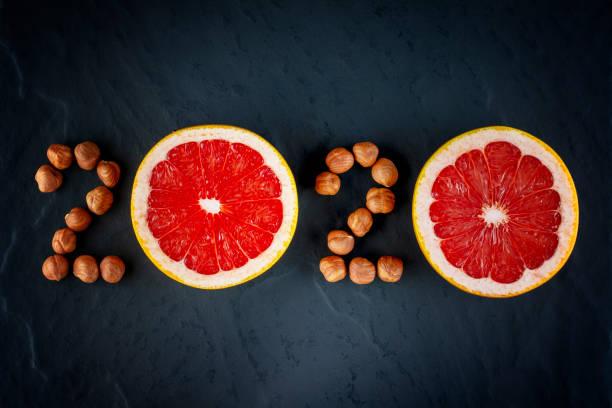hälsosam semester mat och diet. nyårs 2019 beslut om en hälsosam livsstil - calendar workout bildbanksfoton och bilder