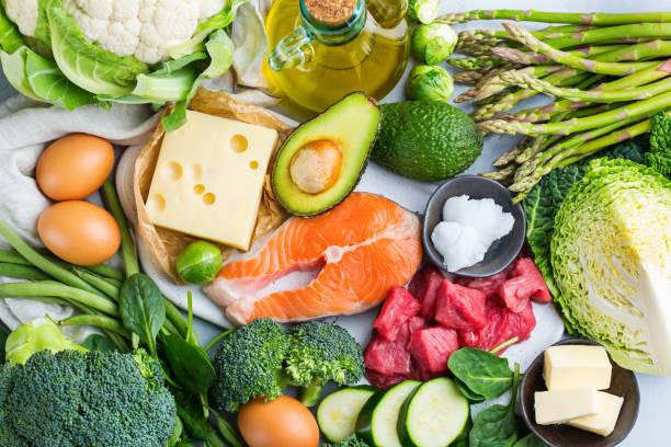 alimento saludable cetogénico bajo en carbohidratos para una dieta equilibrada - dieta paleolítica fotografías e imágenes de stock