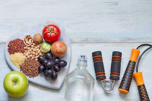 De estilo de vida saludable concepto de dieta y ejercicios - foto de stock
