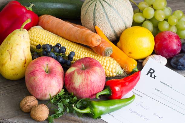 gesunder lifestyle-konzept mit rezept obst und gemüse - birnen rezepte stock-fotos und bilder