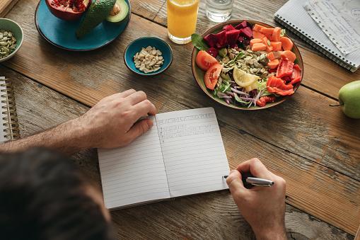 Healthy Lifestyle Diet Food Man Healthy Food — стоковые фотографии и другие картинки Веганство