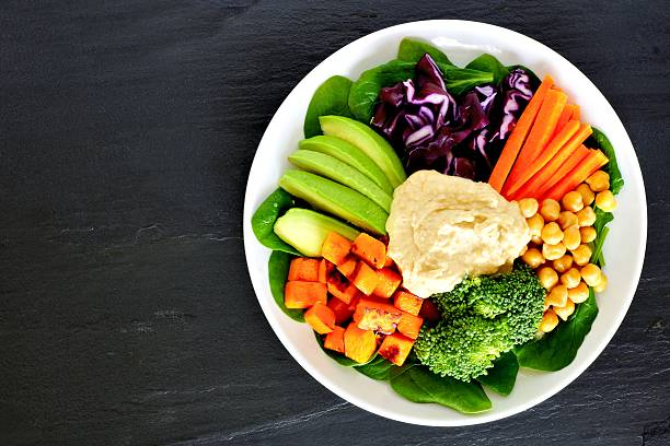 gesundes mittagessen schüssel mit super-speisen und gemischtes gemüse - karotten gesund stock-fotos und bilder