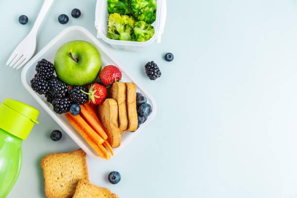 健康午餐在飯盒中打包 - 健康飲食 個照片及圖片檔