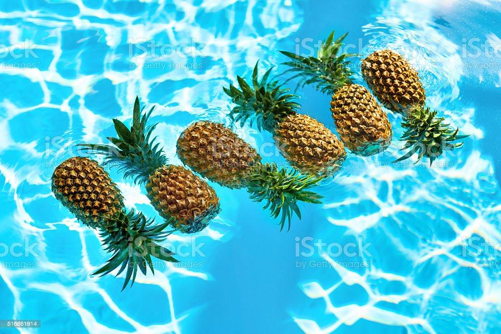 Gesunde Organische Speisen Frische Ananas Mit Wasser Obst Ernährung ...