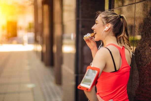 healthy outdoors exercising - young woman running city imagens e fotografias de stock