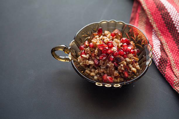 saludables ensaladas de granada - thanksgiving leftovers fotografías e imágenes de stock