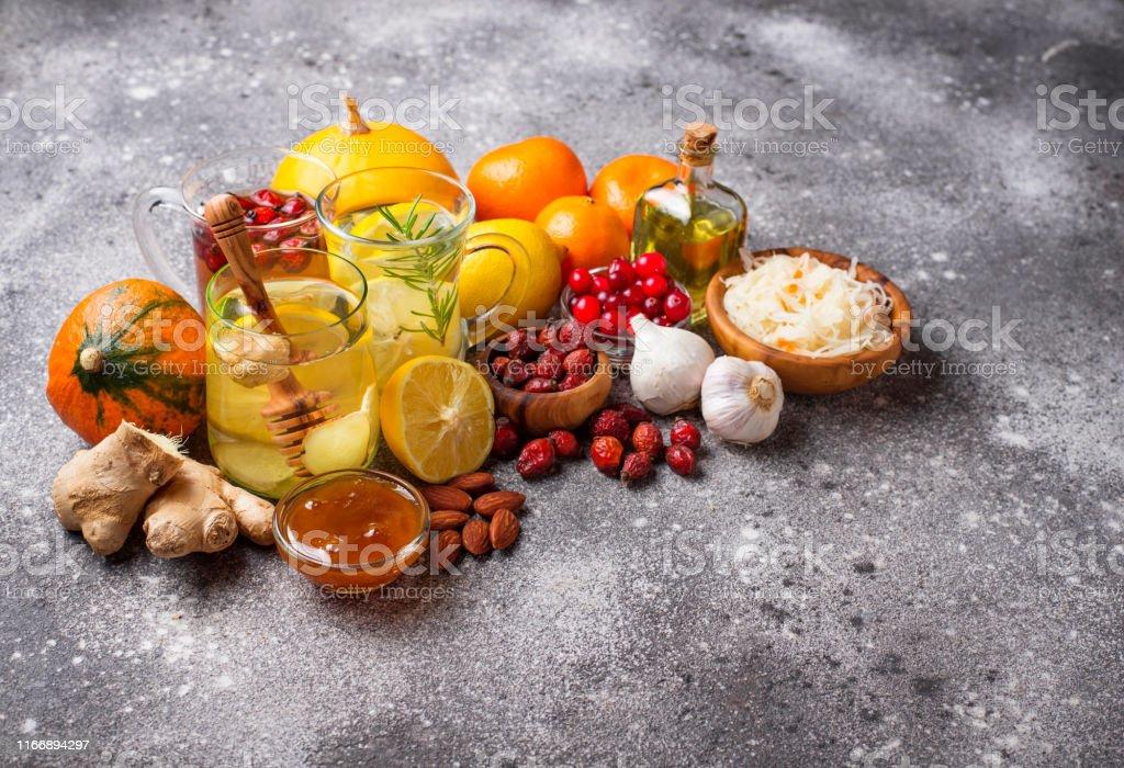 Healthy products for Immunity boosting - Zbiór zdjęć royalty-free (Antybiotyk)