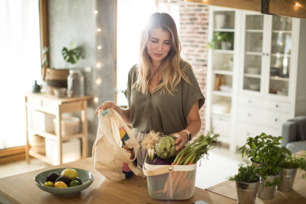 healthy purchasing from grocery - living a sustainable lifestyle stock pictures, royalty-free photos & images
