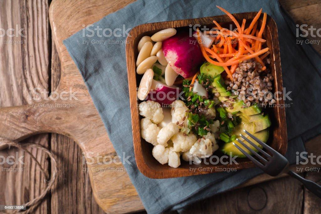 Gesunder Salat mit Buchweizen und Gemüse Draufsicht Lizenzfreies stock-foto