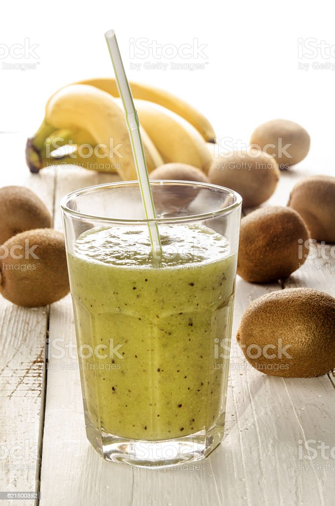 healthy smoothie with kiwi and banana foto stock royalty-free
