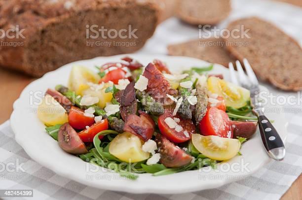 Saludable Ensalada De Resorte Con Espárragos Foto de stock y más banco de imágenes de Alimento