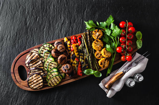 healthy summer food. a wide variety of sliced grilled veggies. the perfect garnish for a big bbq party or a celebration , weekend - жареный на гриле стоковые фото и изображения