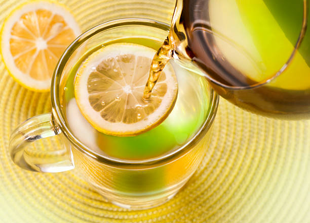 gesunde tee - heiße zitrone stock-fotos und bilder