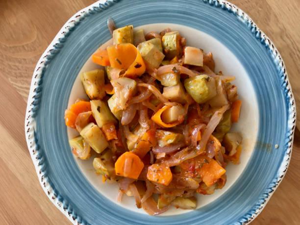 Saudável Turco azeite abobrinha com cenoura e cebola/courgette alimentos - foto de acervo