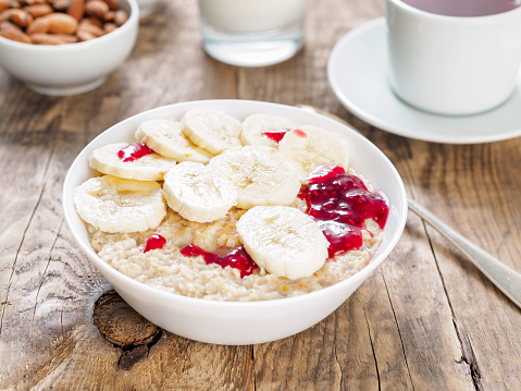 A healthy vegetarian Breakfast is served in the morning, including oatmeal, banana slices and raspberry jam. Lots of slow carbs