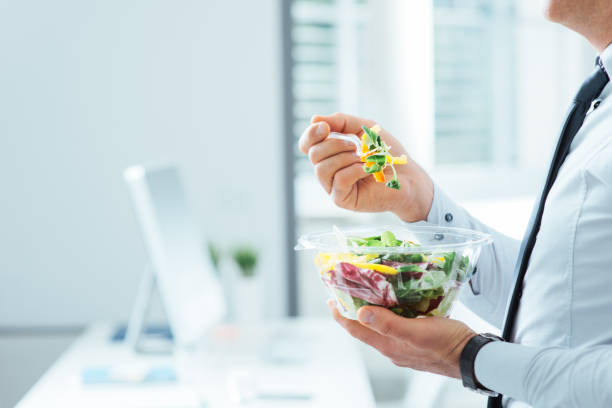 hälsosam vegetarisk måltid - lunchrast bildbanksfoton och bilder