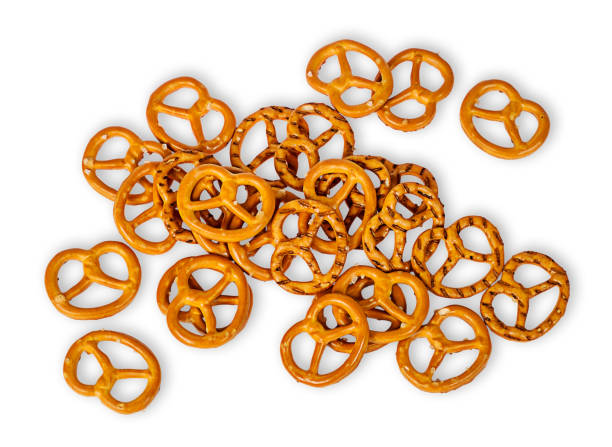 heap crunchy pretzels with salt - 椒鹽蝴蝶圈 個照片及圖片檔