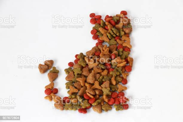 Heap of cat food set to cat shape sitting on the white floor picture id927672804?b=1&k=6&m=927672804&s=612x612&h=5jnseqla0n dd m3vz0pf 4i6jkustzrq7ugewfd41g=