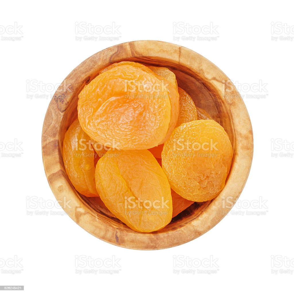 heap d'abricots secs dans un bol en bois au-dessus de - Photo