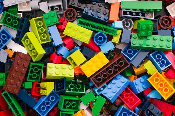 heap of lego blocks - lego stockfoto's en -beelden