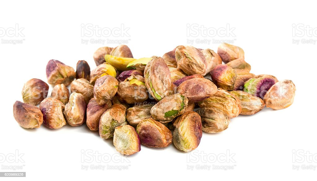 heap of pistachio isolated on white foto royalty-free