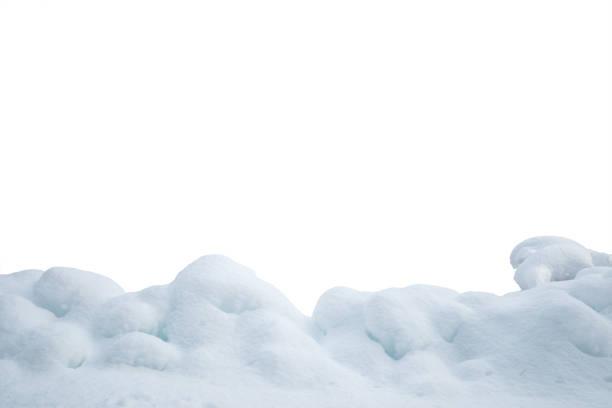 haufen von schnee auf weißem hintergrund - haufen stock-fotos und bilder