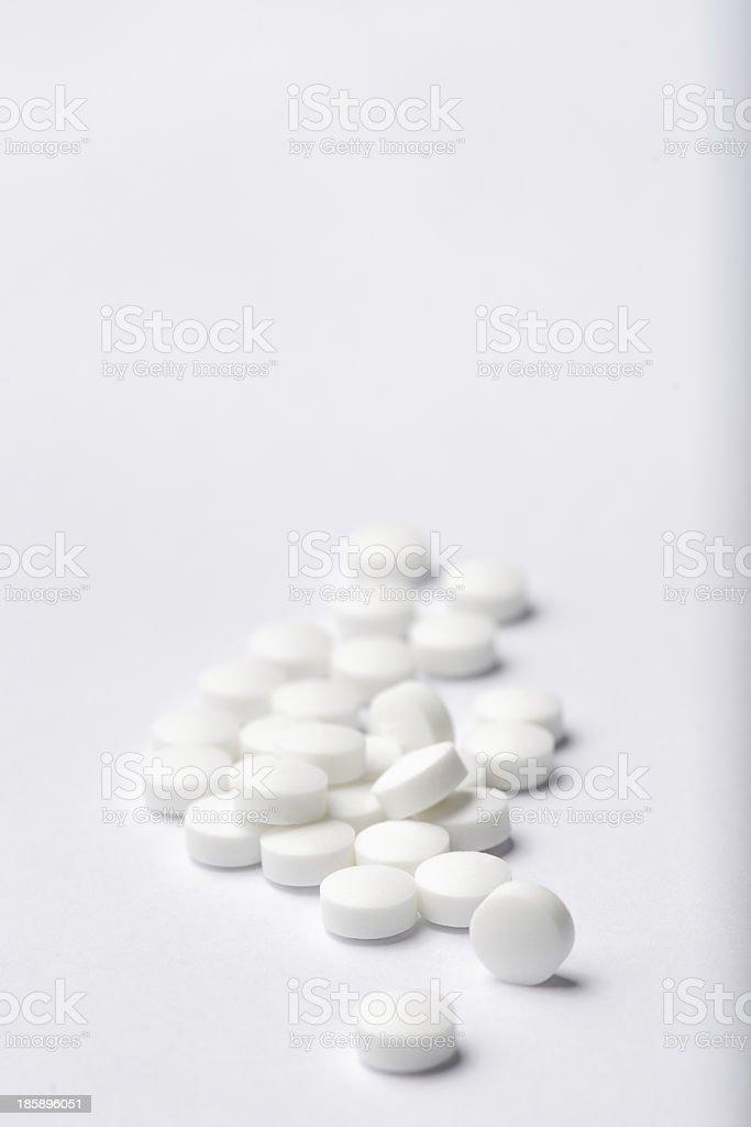 Haufen weißen Tabletten. – Foto